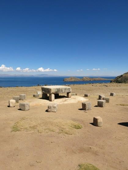 Eine ehemalige Inka-Opferstätte, mit Blick auf die 45Grad Insel