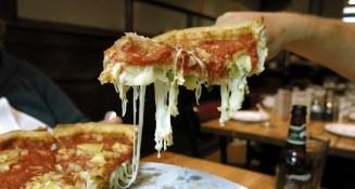 Deep Dish - eine Mischung aus Pizza und Kuchen
