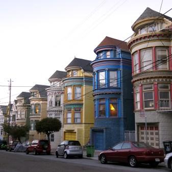 Niedliche Häuser wie diese findet man in San Francisco an vielen Ecken.