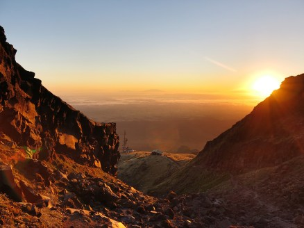 Den Sonnenaufgang genießen wir knapp oberhalb der Tahurangi Lodge