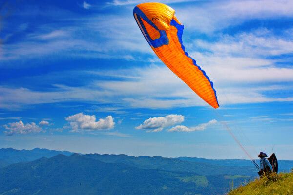 Горы Словении - полет на параплане на аэродроме Пречна