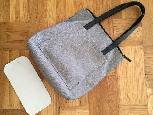everlane pocket tote rounded cardboard