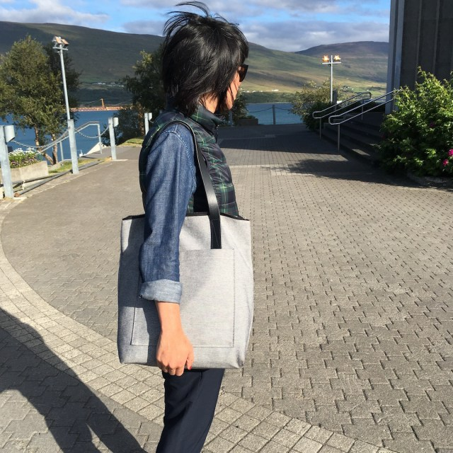 everlanepockettote-outandabout.jpg