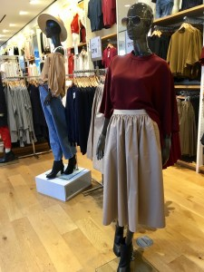 Uniqlo elastic waist skirt, as displayed on a mannequin in the store.