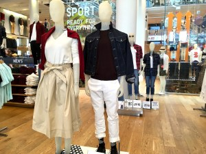Two mannequins in the Uniqlo store. One of them is wearing the high waist midi flare skirt. The other is wearing a jean jacket.