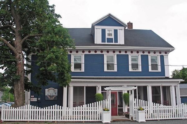 Georgetown Historic Inn & Three Rivers Dining