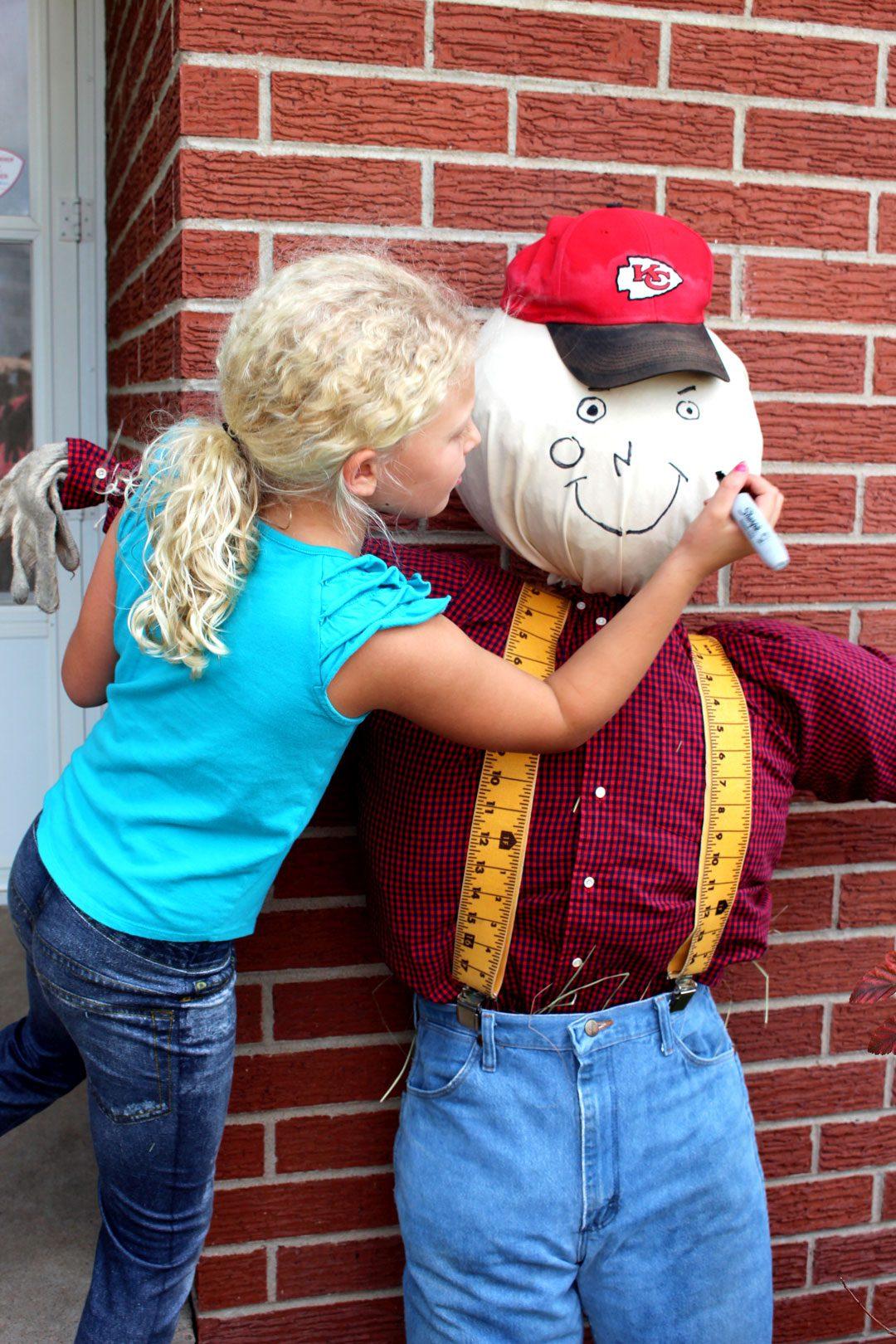 Diy Fall Scarecrow Front Door Greeter