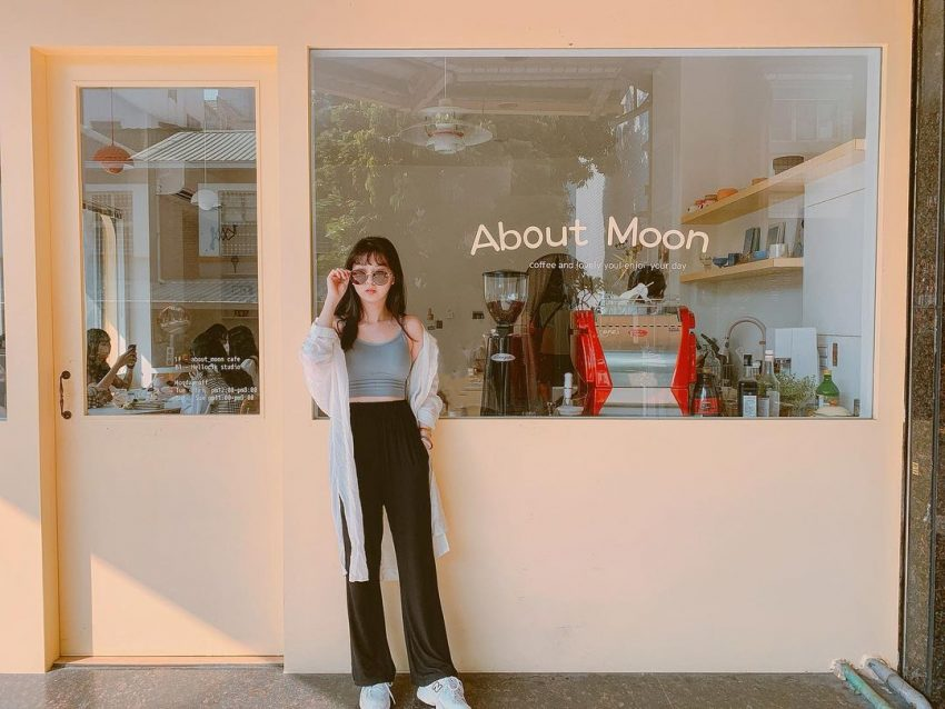 Cafe_about moon