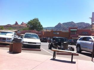 Stayed in the town of Sedona for about an HOUR & A HALF. Strolled through a few shops, had a fruit smoothie and sat outside (in the heat). Then back north to pick up I-40 East at Flagstaff. This is our third trip to Flagstaff in 2 days.