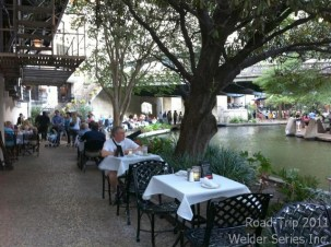 Finally chose a restaurant - Landry's Seafood. People walk along the Riverwalk inches from your table while the waiters/waitresses maneuver between the restaurant and the tables. One restaurant after another, sidewalks that curve around the river and most areas of the sidewalk have no railing...you could easily step off into the water.