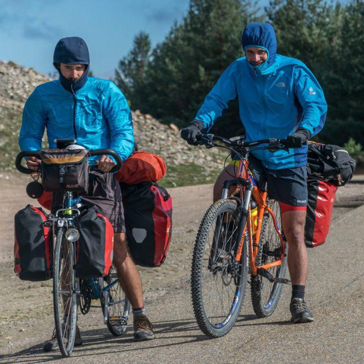 Twee broers fietsen naar Compostela