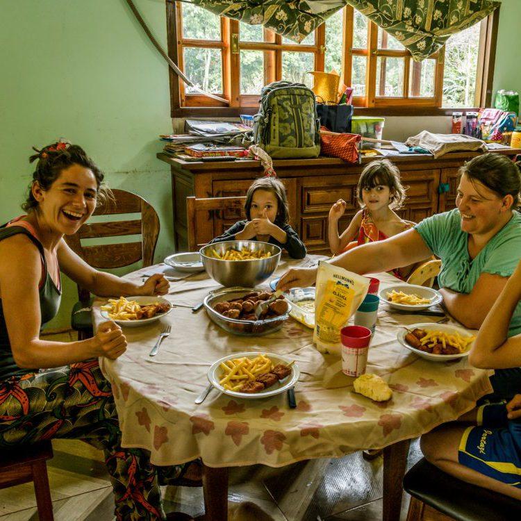 altijd lachen bij bezoek in een familie