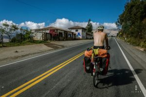 fietsen zonder t-shirt in Peru