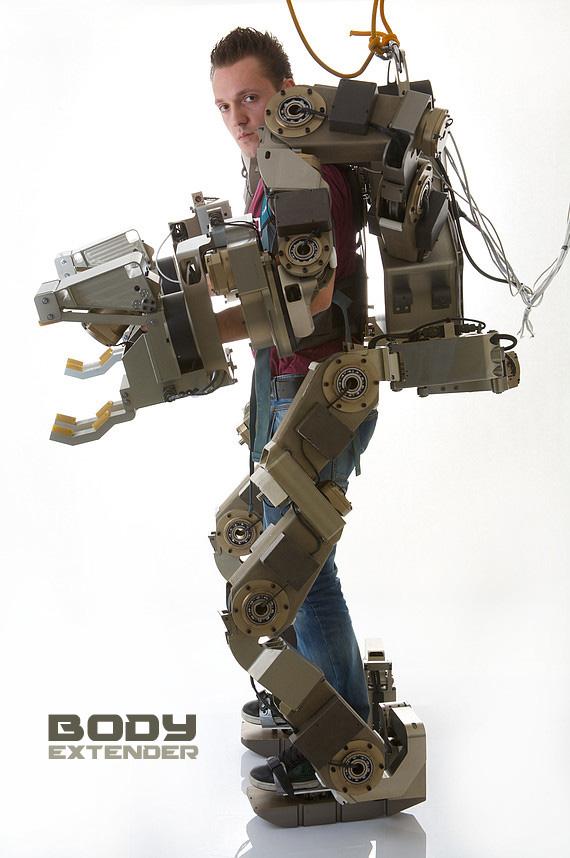 Elle peut marcher de nouveau grce  un exosquelette imprim en 3D