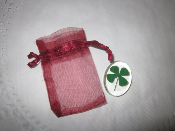 A real 4 leaf clover pocket stone with an organza pouch.