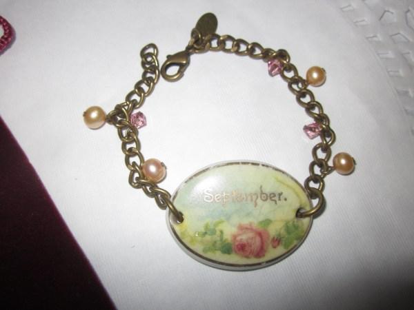An up close shot of the vintage bracelet I found on sale for Mom.