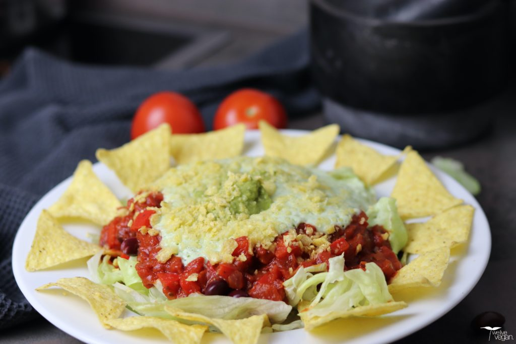 Veganer Taco Salat mit Sour Cream & Guacamole