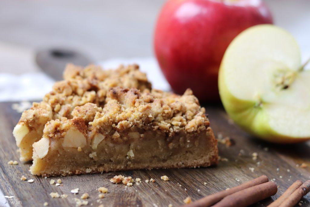 Veganer Apfelkuchen mit Streuseln und besonderer Note