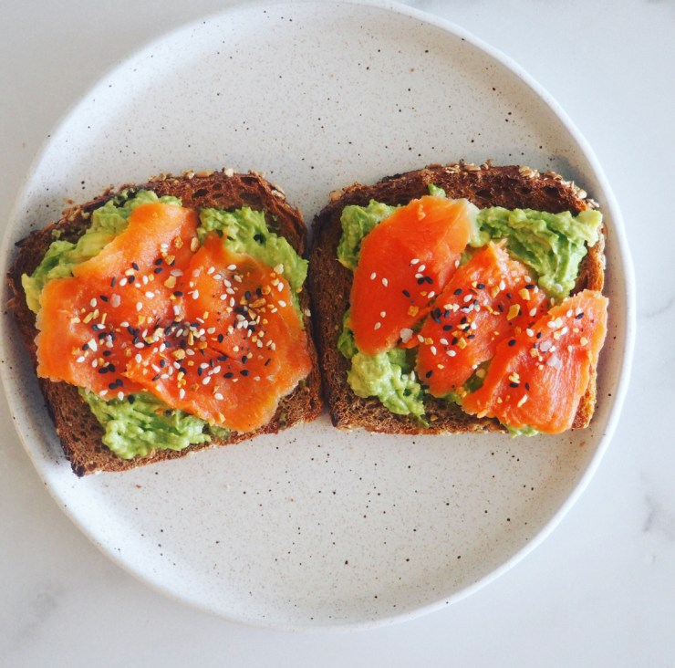 healthy recipe you can make in less than 5 minutes: salmon avocado toast