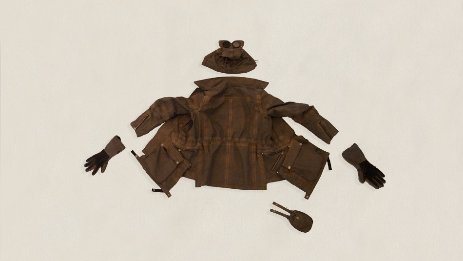The anniversary jacket included a removable hoot, special gloves and a pouch. Image borrowed from AitorThroup.com