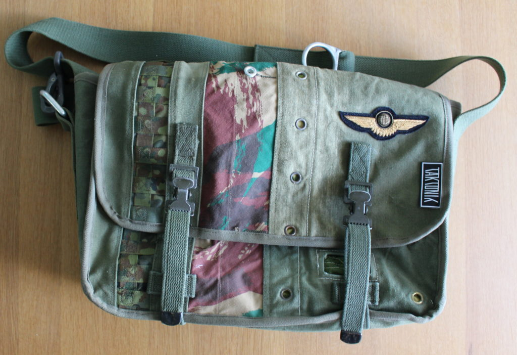 The finished messenger bag by Taktonik.