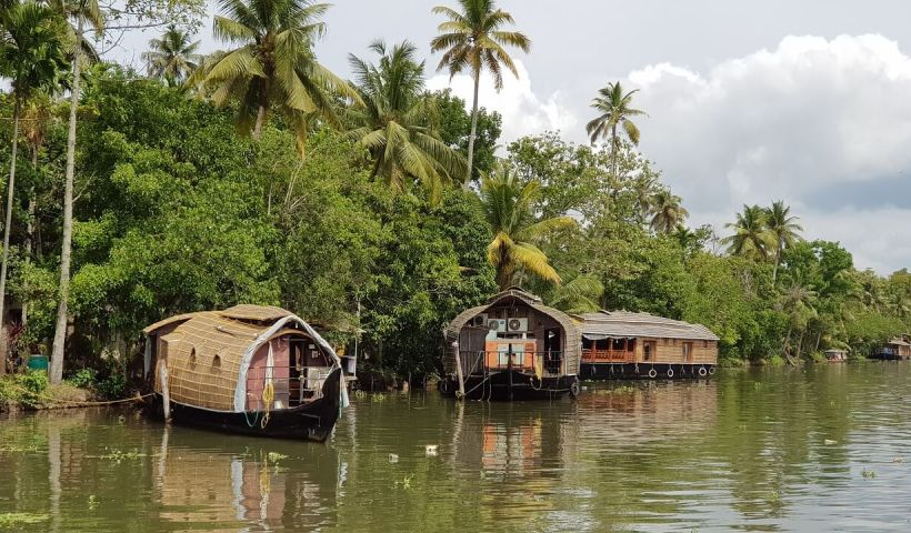 Top 5 Beautiful Backwater Retreats in Kerala - Wellington World Travels | Kerala retreat | Kerala backwaters | Kerala backwater resorts #Keralabackwaters