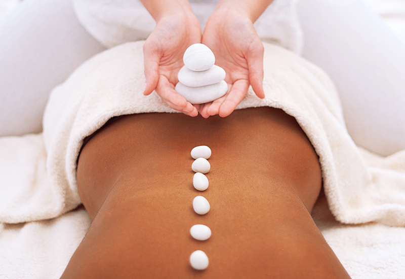 hot stone massage corsi per massaggiatrice