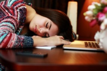 WD home office woman tired shutterstock_215951170