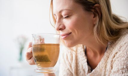 Cancer-risk-Drinking-hot-tea-and-alcohol-could-trigger-symptoms-of-deadly-disease-1223362