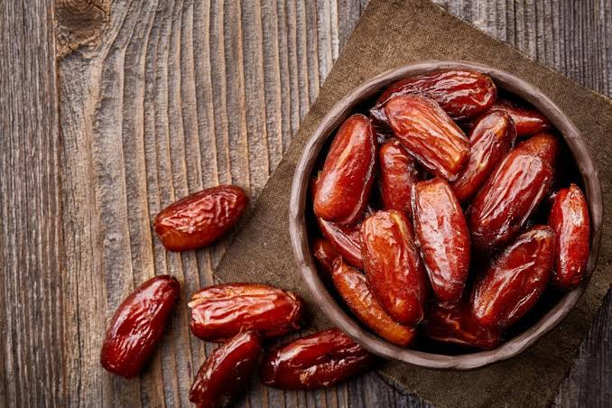 Benefits of Dates and Reasons to Eat Daily!