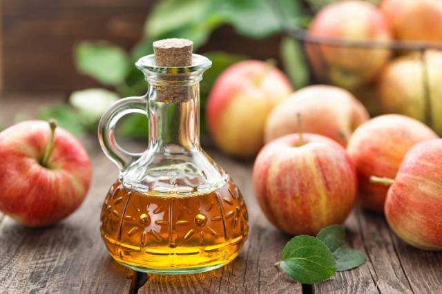Apple cider vinegar a natural remedy for thyroid to boost metabolism.