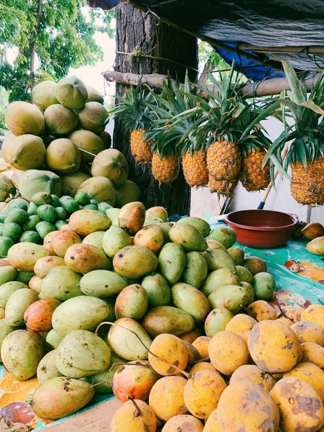 Mangoes are naturally high in vitamin C and beta-carotene, and thus help in boosting immunity.