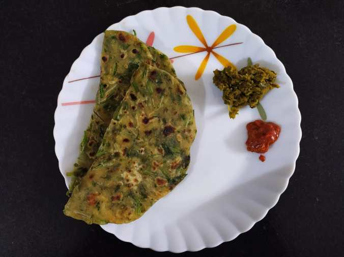 13 Healthy Indian breakfast ideas with 85 variations - palak paratha