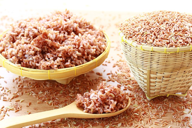 Brown rice vs white rice - which one is more suitable for you