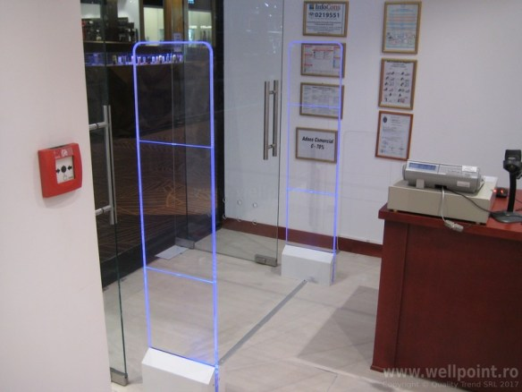 a60930-porti-antifurt-imbracaminte-mall-bucuresti_IMG_5169