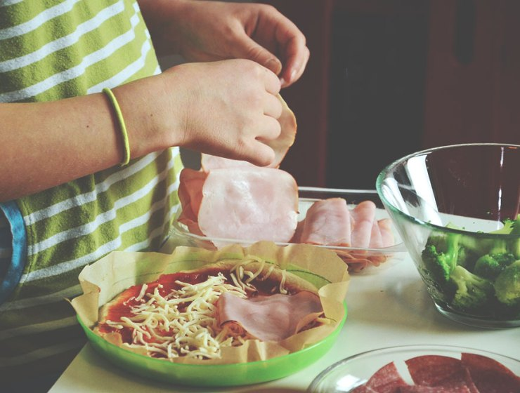 Here are some time-saving tips for healthy family meals and bonding experiences that can fit any busy schedule.