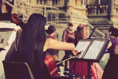 RJ - Cellist