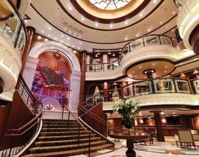 Grand Lobby onboard Queen Victoria 800x600