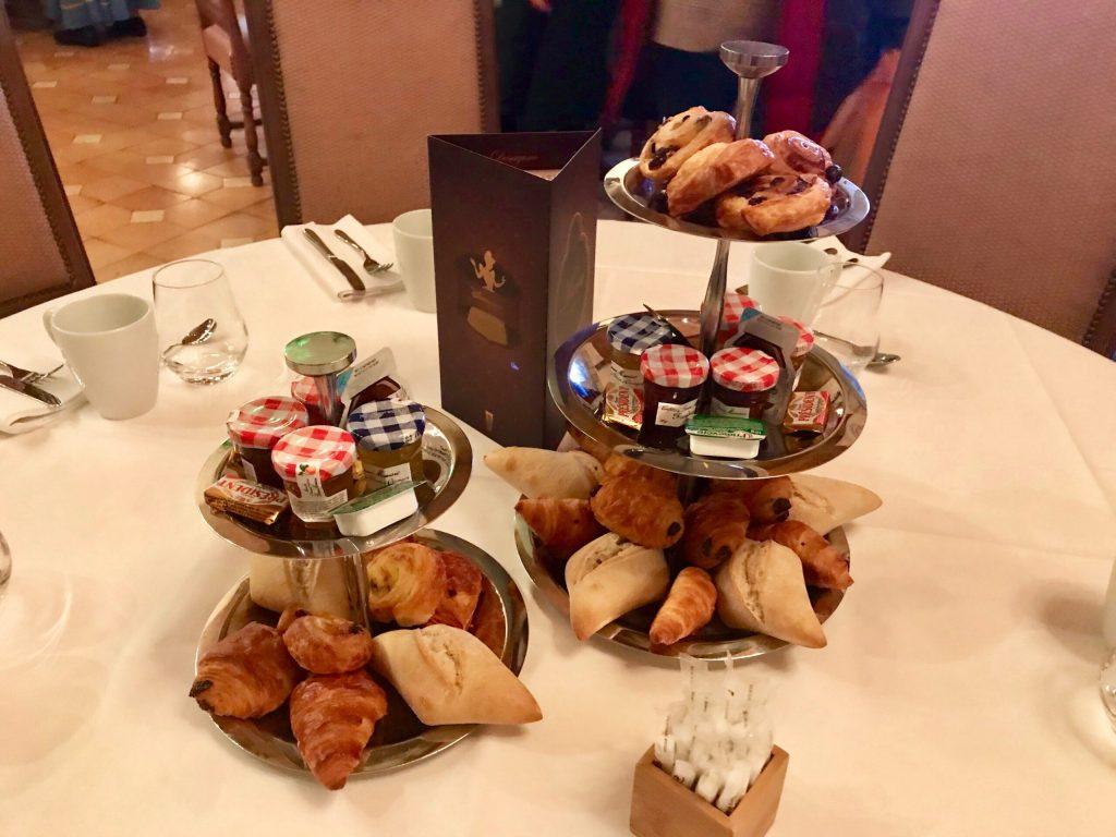 Tables at the Princess Breakfast at Disneyland Paris