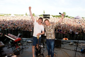Jamie Oliver and Alex James perform at The Big Feastival - photographer George Powell