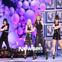 "[FANCAMS] 130718 2NE1 Performs ""Falling In Love"" at Mnet 20's Choice"