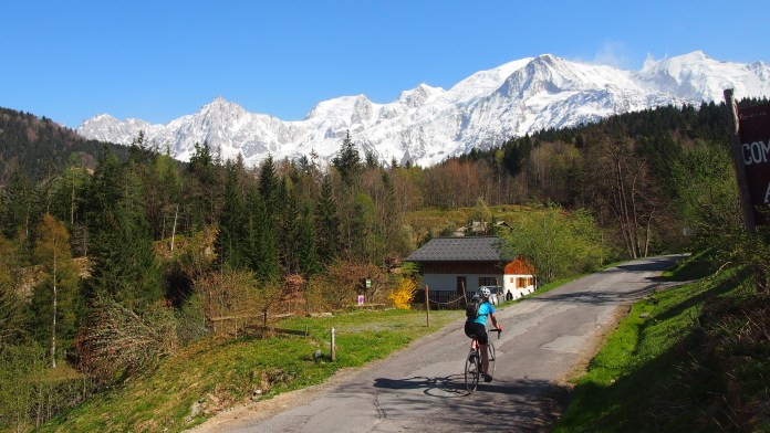 Cycling through Vaudagne