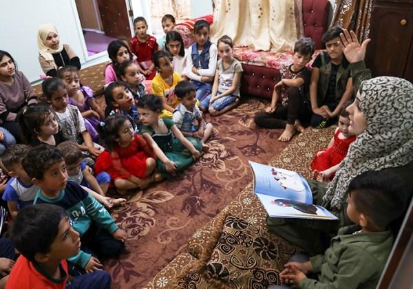 سفيرة برنامج نحن نحب القراءة تزرع الأمل في نفوس الأطفال بحكاياتها