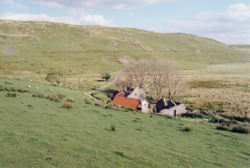The ruins of Bwlch Ystyllen Farm
