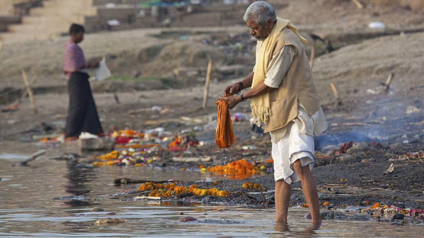 Indiens Heiliger Fluss: Wo Ein Schluck Wasser Tödlich Ist - Welt Der