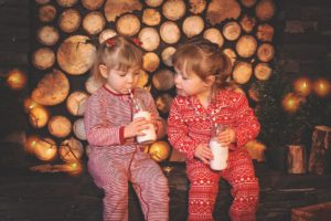 Die Kinder in jedem Land freuen sich besonders auf Weihnachten