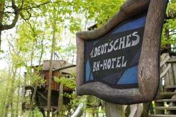 Baumhaushotel-01