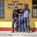 Irgendwo im Nirgendwo dürfen wir die wohl kälteste Nacht unserer Weltreise in einem Klassenzimmer auf über 4.000 m Höhe verbringen. Die angeschlossene Alpaka-Farm wärmt da leider auch nicht mehr...