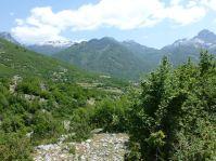 In den Bergen liegt bis in den Juli hinein Schnee.