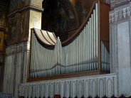 Gigantische Klänge kommen von zwei Orgeln, die sich im Hauptschiff gegenüber stehen.